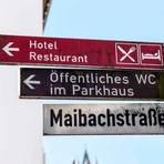 Wegweise: Hotels sind - wie hier in Dillenburg - ausgeschildert. Touristische Übernachtungen sind derzeit jedoch nicht gestattet. Foto: Katrin Weber