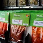 Selbstgemachte Mensa-Gerichte gibt es ab sofort auch im vakuumierten Beutel für zu Hause. Foto: Studentenwerk Gießen