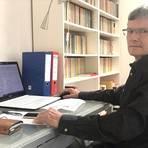 """Dr. Hans-Peter Huppert ist Experte in Sachen Altlasten und Deponiesanierung. Das Fazit seiner Expertise für Wicker ist eindeutig: Das Konzept """"Deponie auf Deponie"""" ist aus fachlicher Sicht zum Scheitern verurteilt. Aber vielleicht politisch genau so gewollt. Foto: Jürgen Kunert"""