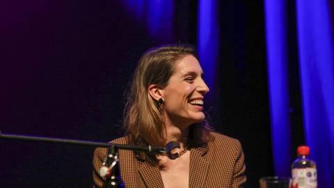 Literatur macht gute Laune: Andrea Petkovic auf der Bühne der Centralstation. Foto: Guido Schiek