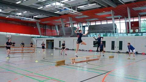 Wurftraining unter den Augen von Trainer Ralf Ludwig beim TSV Pfungstadt. Foto: Zöller