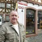 Theodor Schué leitet den Betrieb. Doch im Unternehmen sind auch seine Frau und Töchter beteiligt. Foto: hbz/Stefan Sämmer