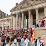 Die Corona-Demo vor dem Reichstag in Berlin hat hohe Wellen geschlagen.  Foto: dpa