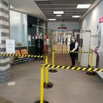 Das Klinikum ist für jegliche Besucher gesperrt, es werden zudem keine medizinisch nicht zwingend notwendigen Operationen mehr durchgeführt. Foto: Klinikum