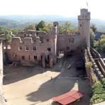 Das Auerbacher Schloss vom Nordturm aus gesehen. Fotos: Wikipedia, Armin Kübelbeck