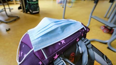 Auch im Unterricht am Platz müssen Schüler in den weiterführenden Schulen nun eine sogenannte Alltagsmaske tragen. Archivfoto: Sascha Kopp