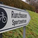 Einer der wenigen ausgewiesenen Radwege in Gladenbach führt von der Ferdinand-Köhler-Straße hinauf zum Sportzentrum - eine Verbindung nach Runzhausen gibt es noch nicht.  Foto: Michael Tietz