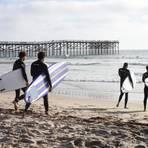 Surfer am Crystal Pier: Hier erlebt man das legendäre kalifornische Strandgefühl.Foto: sandiego.org  Foto: sandiego.org