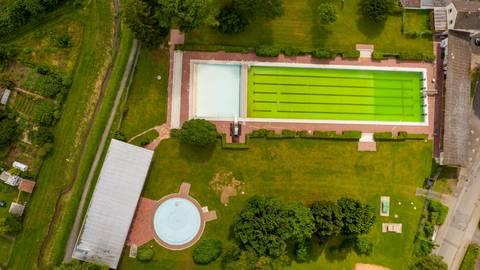 Bad Königs Freibad öffnet diesen Sommer nicht: Grund sind Defekte der Technik, die sich nicht schnell beheben lassen. Foto: Dirk Zengel