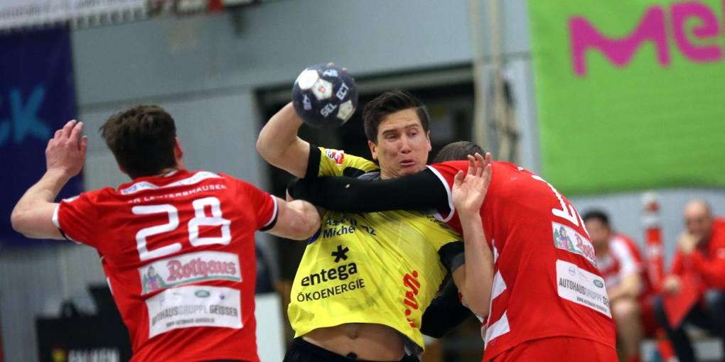 Kaum ein Durchkommen gab es für Hrvoje Batinovic gegen Leutershausens Abwehr. Foto: Pfliegensdörfer