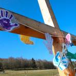Seile symbolisieren die Gefangennahme Jesu an der vierten Station des Kreuzweges, der von der Jungschar aus Steinbrücken gestaltet worden ist. Foto: Frank Rademacher