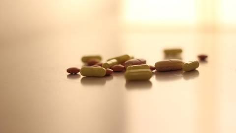Viele Covid-19-Patienten haben auch ein Antibiotikum zur Behandlung erhalten. Doch das kann schwerwiegende Folgen haben. Foto: dpa