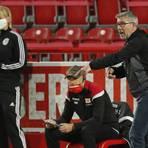 Union Berlins Trainer Urs Fischer (r) während des Spiels gegen Mainz 05. Foto: dpa