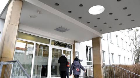 Das Jobcenter in Darmstadt ist Anlaufstelle für viele Menschen in Südhessen, die seit über einem Jahr ohne Arbeit sind. Archivfoto: André Hirtz