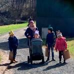 Viele Familien waren ins Grünberger Brunnental gekommen und hatten Spaß bei der Osterhasenjagd. Foto: Familienzentrum Grünberg