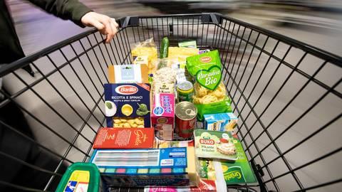 Neu planen muss jetzt jeder seine Lebensmittel-Einkäufe fürs Osterfest. Foto: dpa