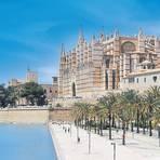 Die Kathedrale La Seu ist der imposante Blickfang in Palma de Mallorca. Foto: Carsten Heinke