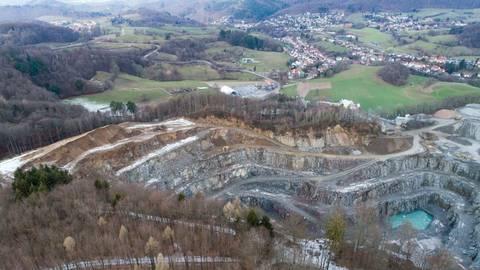 Der Steinbruch soll laut der Firma Röhrig um 6,2 Hektar vergrößert werden. Dadurch müsste ein Teil des Waldes gefällt werden. Archivfoto: Sascha Lotz