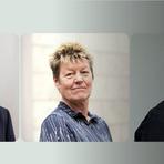 Olaf Streubig, (links), Birgit Emnet und André Domes sind für ihre Berichterstattung zum Awo-Skandal in Wiesbaden mit dem Wächterpreis ausgezeichnet worden. Foto: vrm