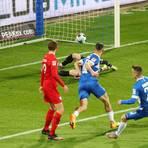 Der sitzt: Christian Clemens (rechts) erzielt gegen den VfL Bochum das 1:1 und beendet damit eine lange Leidenszeit. Foto: Jan Hübner