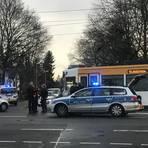 Unfall am Morgen: An der Kreuzung Marienborner Straße / Hans-Böckler-Straße kollidierten ein Auto und eine Tram. Foto: Dennis Rink