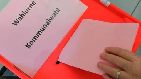 In anderthalb Monaten stehen in Hessen die Kommunalwahlen an. In allen Weilburger Stadtteilen wird dann entschieden, wer künftig in den Ortsbeiräten sitzt.  Symbolfoto: Patrick Pleul/dpa