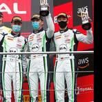 Nur wenige Tage nach Platz drei in Spa wird Sven Müller (rechts) positiv auf Corona getestet. Foto: Porsche