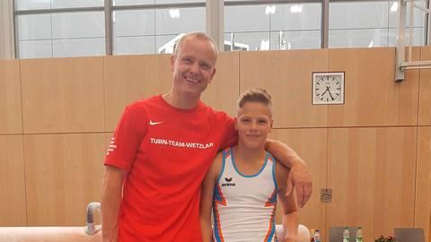 Können mehr als zufrieden sein: Arne Heinz (r.) und sein Trainer Rolf Müller. Foto: KTV Wetzlar