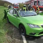 Ein Auto ist am Ortseingang von Niederkleen mit einem Lkw zusammengestoßen. Foto: Freiwillige Feuerwehr Gemeinde Langgöns