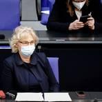 Bundesjustizministerin Christine Lambrecht schließt sich Gesundheitsminister Spahn an. Geimpfte sollten von Einschränkungen der Grundrechte befreit werden.  Foto: Kay Nietfeld/dpa