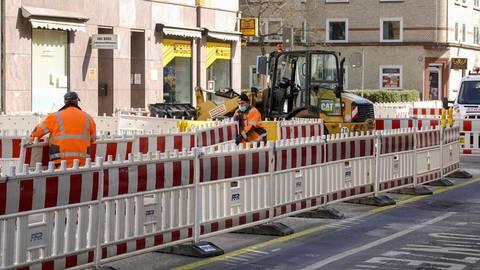 Bauarbeiter mit Mundschutz - hier auf der Baustelle in der Mainzer Boppstraße.  Foto: Sascha Kopp