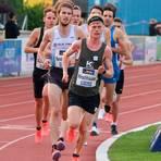 Alexander Hirschhäuser vom ASC Breidenbach, der hier das Verfolgerfeld anführt, wird bei den Deutschen Meisterschaften über 10000 Meter Sechster.  Foto: Günter Jung