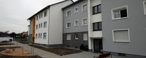 Nach der Sanierungsmaßnahme an ihrem Bestandsgebäude in der Ginsheimer Rheinstraße bietet die Baugenossenschaft Mainspitze 24 Mietern gestiegene Wohnqualität. Foto: Ulrich von Mengden