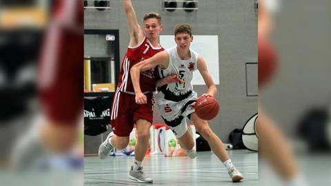 Energisch im Zweikampf: Niklas Krause am Ball für den ASC in der Zweiten Regionalliga.  Archivfoto: hbz/Michael Bahr