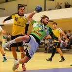 Marvin Lindenstruth (am Ball) wird kommende Saison wieder grün-weiß statt blau-weiß-rot tragen. Foto: Florian Gümbel