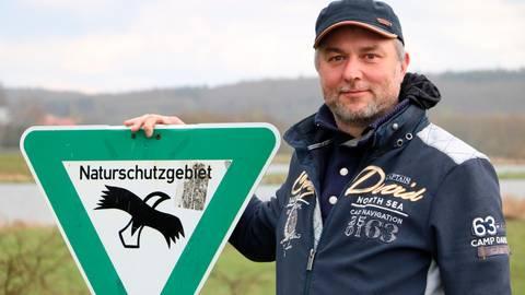 Den Vögeln auf der Spur, unter anderem am Aartalsee: Jan Heckmann nimmt am Birdrace teil.  Foto: Jörgen Linker