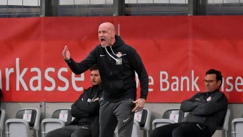 Diesmal hilft kein Rufen und Flehen: FCK-Trainer Marco Antwerpen ist mit der Leistung seines Teams nicht einverstanden.  Foto: imago/Mis