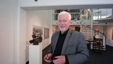 Claus K. Netuschil in seiner Galerie. Archivfoto: Guido Schiek