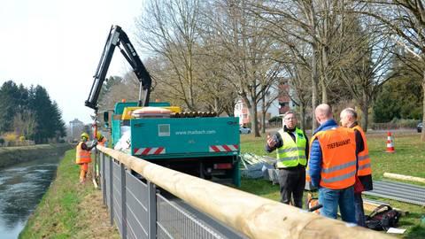 Auf einer Länge von rund 400 Metern wird entlang des Schleusenkanals in Limburg das alte Geländer durch ein neues ersetzt, das mit 1,30 Meter deutlich höher ist. Foto: Stadt Limburg