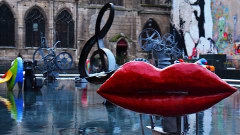 Rote Lippen soll man küssen - wo, wenn nicht in Paris ... Foto: Anja Kossiwakis