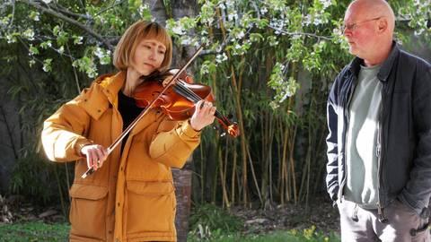 Der Garten ist eine Quelle der Inspiration: Marie Takahashi und Detlef Kraft im Atelier Siegele. Foto: Karl-Heinz Bärtl
