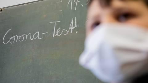 An rheinland-pfälzischen Schulen herrscht künftig Testpflicht. Foto: dpa