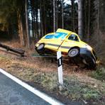 Der Sprinterfahrer hat die Kurve nicht gekriegt. Foto: Jörg Fritsch