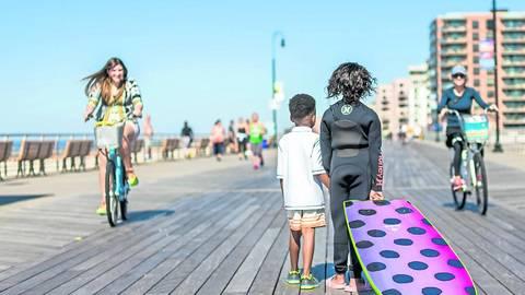 Nach dem Surfen geht's zum Spaziergang auf der Strandpromenade. Foto: Discover Long Island