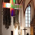 """""""Das Lichtkreuz macht den Raum positiv"""", sagt Ralf Köbler vom Kirchenvorstand der Darmstädter Stadtkirchengemeinde über das Kunstwerk von Ludger Hinse.   Foto: Karsten Gollnow"""