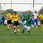 Manuel Radtke (links, gegen den Weningser Marco Gerhardt) und die Spvgg. Hartmannshain-Herchenhain/Burkhards haben eine gute Runde gespielt.   Foto: Senzel