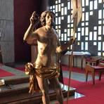 """Der 300 Jahre alte """"Planiger Auferstandene"""", der mit Hackenheimer Spenden restauriert wurde und jetzt in St. Michael steht, wo er in der Osternacht gesegnet wurde. Foto: Rheinbay"""