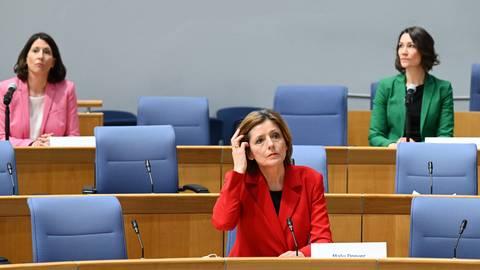 Ob die rheinland-pfälzische Ampelregierung um (v.l.) Daniela Schmitt (FDP), Ministerpräsidentin  Malu Dreyer (SPD) und Anne Spiegel (Grüne) dem Infektionsschutzgesetz im Bundesrat zustimmen wird, ist noch offen. Foto: dpa/Arne Dedert