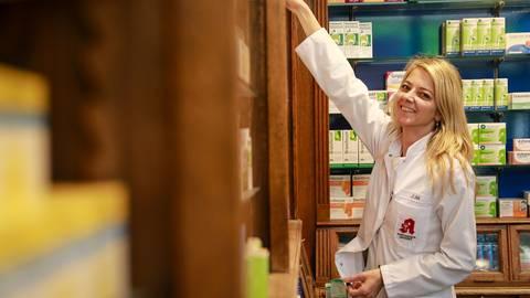 Anna Luh verschickt mittlerweile viele Medikamente, da die Kunden seltener in die Schützenhof-Apotheke kommen Archivfoto: Lukas Görlach