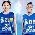 Rachel Arthur (l.) und Tonisha Baker haben ihre Verträge beim Basketball-Bundesligisten BC Marburg verlängert.  Fotos: Laackman/PSL